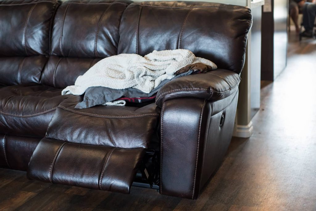 This leather chair reclines electrically, making operating it easy.